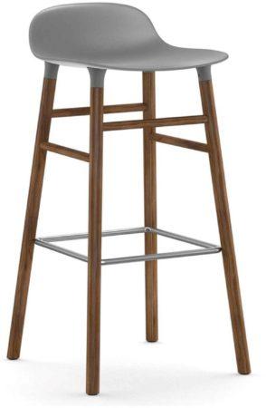 Afbeelding van Grijze Normann Copenhagen Form Barstool barkruk 75cm met walnoten onderstel grijs