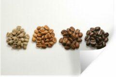 StickerSnake Muursticker Koffieboon - Hoopjes koffiebonen met tinten bruin op witte achtergrond - 60x40 cm - zelfklevend plakfolie - herpositioneerbare muur sticker