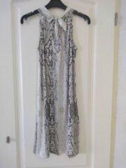 Merkloos / Sans marque Dames jurk Sandra slangenprint beige Dames jurk Sandra slangenprint beige Dames Jurk Maat M/L