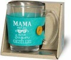 """Turquoise Snoepkado.com Theeglas - Mama met jou is het altijd super gezellig - Gevuld met verpakte Italiaanse bonbons - Voorzien van een zijden lint met de tekst """"Speciaal voor jou"""" In cadeauverpakking met gekleurd lint"""