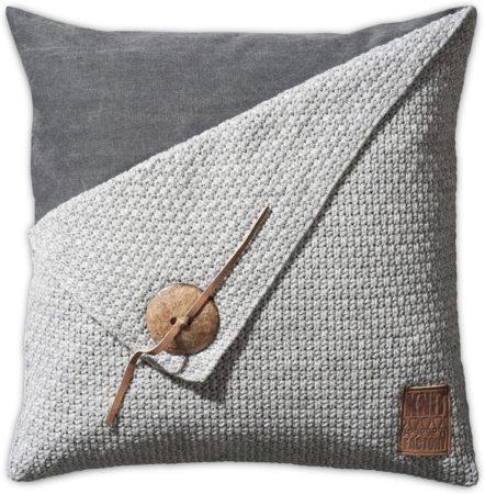 Afbeelding van Grijze Knit Factory Knitfactory Gerstekorrel - Sierkussen - 50x50 cm - Lichtgrijs