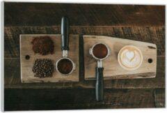 Bruine KuijsFotoprint Plexiglas –Gemalen Koffiebonen en Koffie op een Plankje– 60x40 (Wanddecoratie op Plexiglas)
